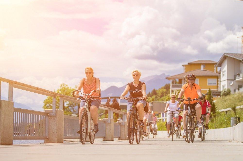 groep  fietsers meer