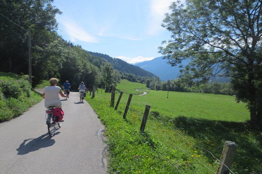 fietsers in de bergen