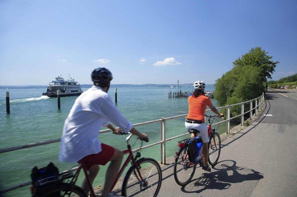 fietsers langs de bodensee