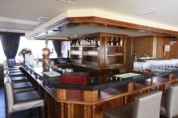 ms esmeralda bar