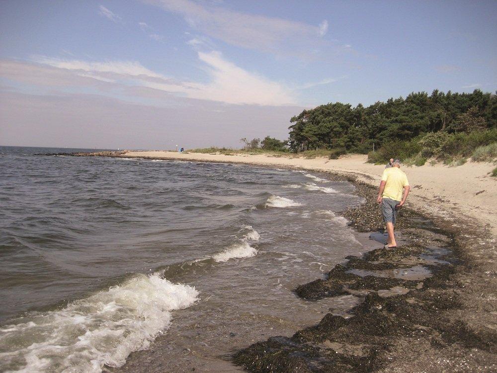 Fietsers pauze aan zee