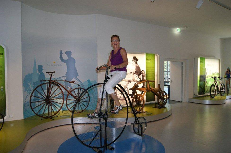 Op grote fiets