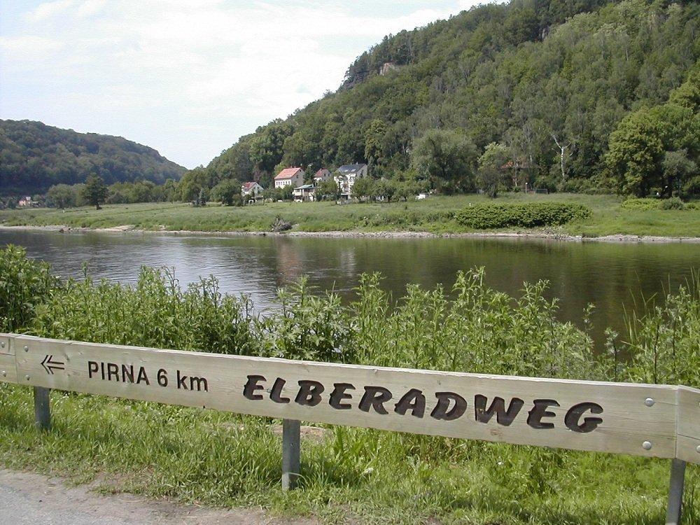 Elberadweg bord langs fietspad