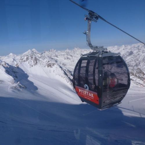 Met de gondel omhoog naar de gletscher 3440m