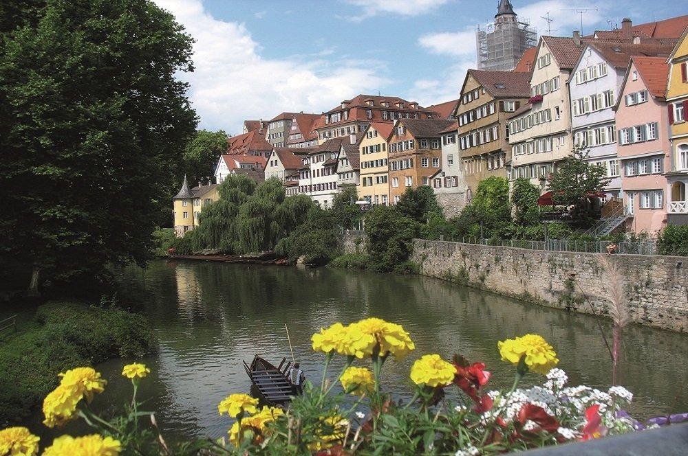 Gezicht op de rivier de Neckar