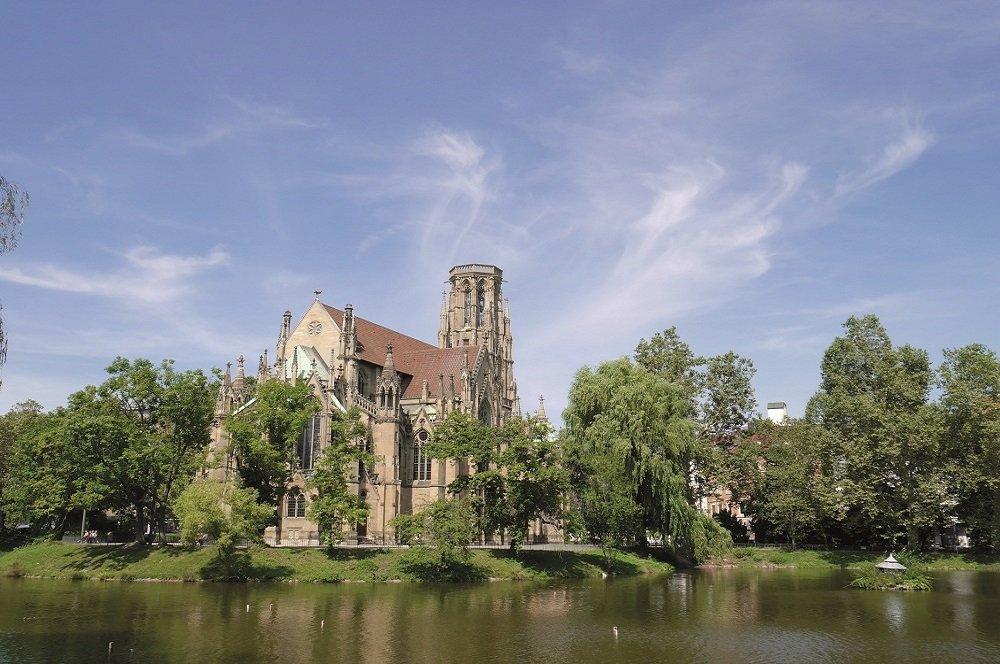 Kerk aan de Neckar