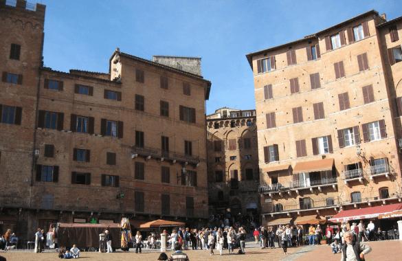 Onbegrensd Fietsen naar Rome - piazza del Campo in Siena|Fitál Vakanties