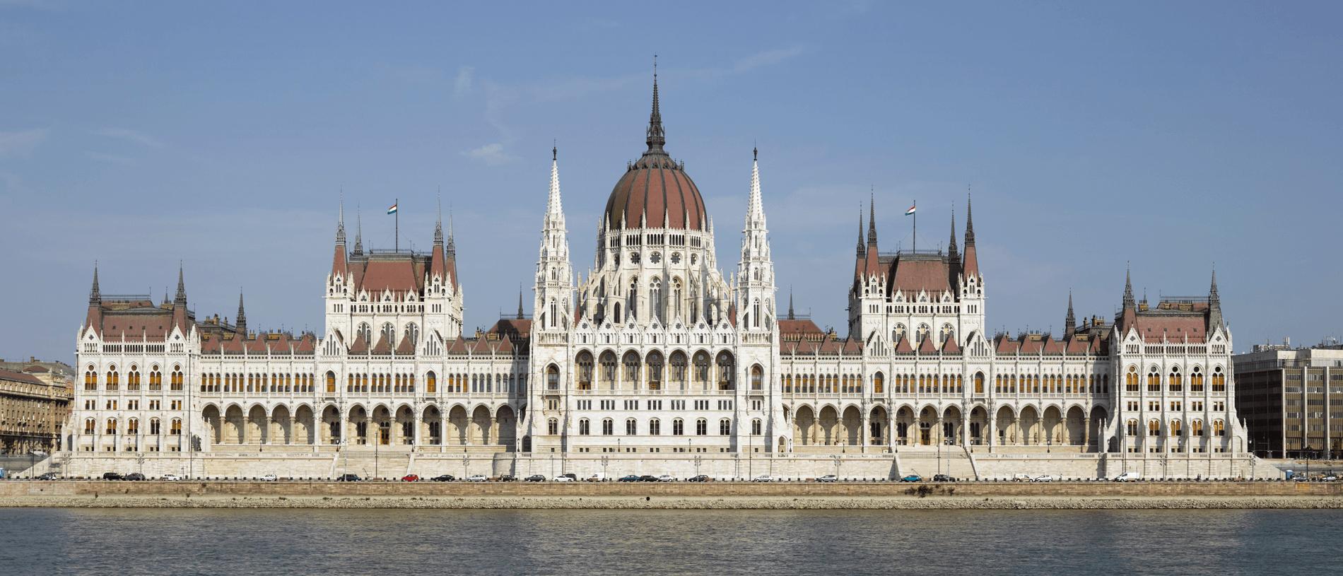Zicht op het parlement van Budapest, te ontdekken tijdens een vakantie met FItál Vakanties
