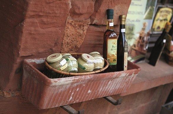 Typisch Franse olie en mosterd tijdens de fietsvakantie Lot en Dordogne