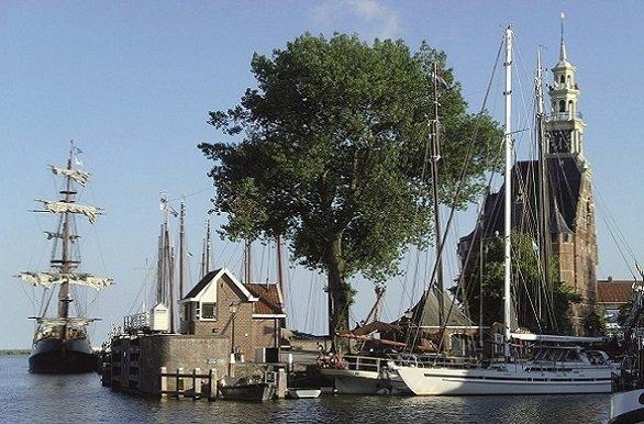 Overal oude stadjes langs uw fietsroute zoals Hoorn, Lemmer, Deventer, Zwolle en Arnhem tijdens de Fietscruise rondje Nederland