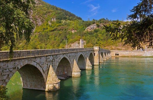Oude brug bij Visegrád