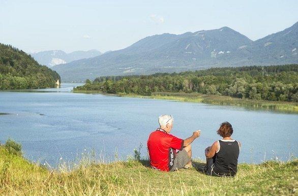 Fietsen in Karinthië echtpaar bij meer