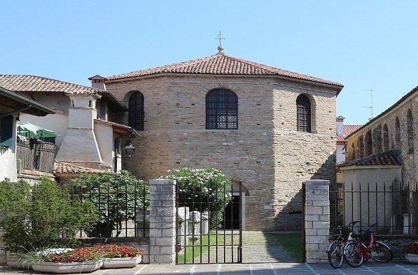 fietsvakantie Alpe Adria Grado kerk