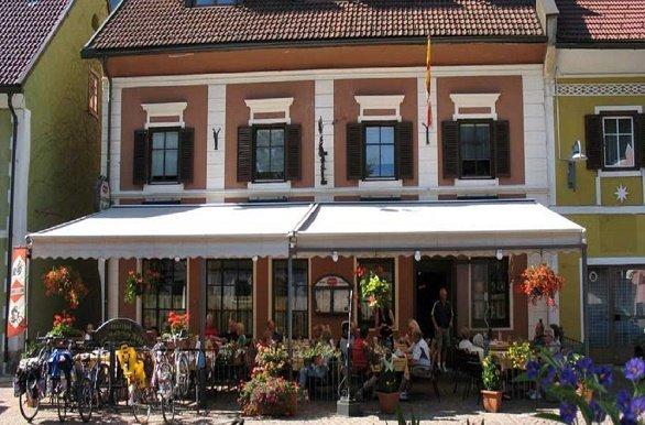 voorzijde Hotel zum goldenen Rössl sachsenburg