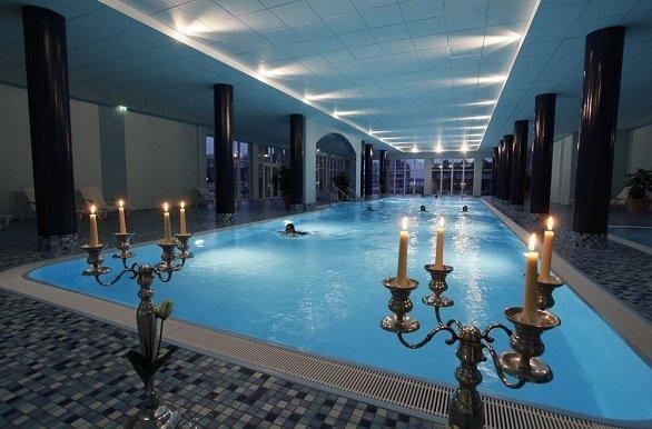Binnen Zwembad Maritim Hafenhotel Rheinsberg