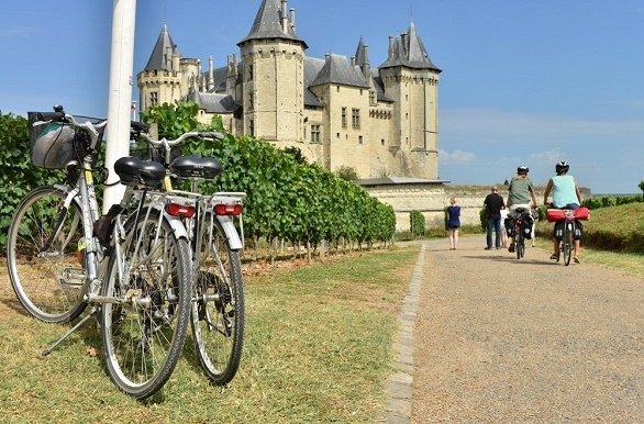 Loire Saumur met fietsen op de voorgrond