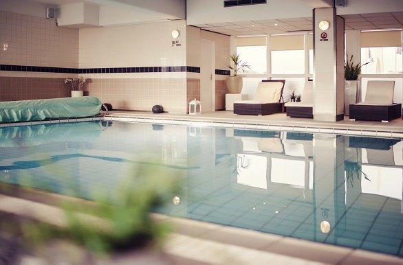 Carlton Beach Hotel zwembad