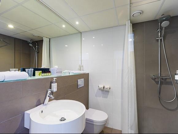 Hotel Postillion Bunnik badkamer
